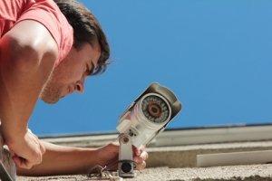 Überwachungskamera außen anbringen